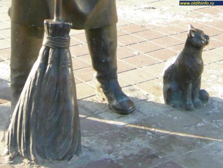 Фото: Памятник дворнику