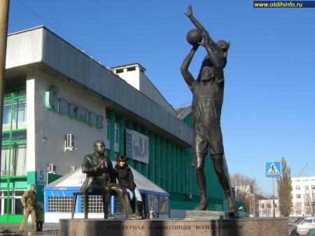 Фото: Скульптурная композиция «Волейболисты»