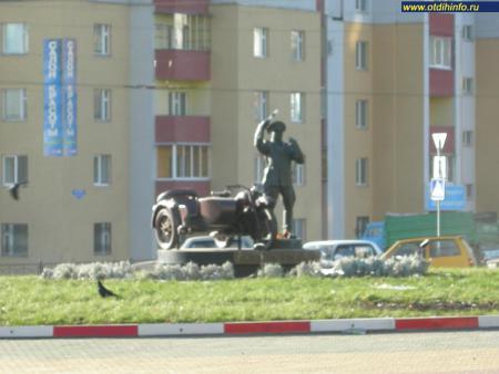 Фото: Памятник гаишнику