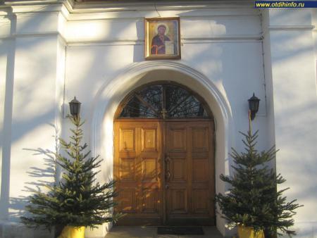Фото: Церковь Ризоположения пресвятой Богородицы в Леонове