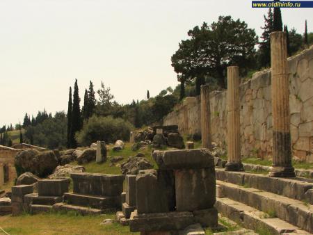 Фото: Стоа афинян и полигональная стена