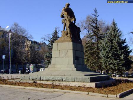 Фото: Памятник комсомольцам