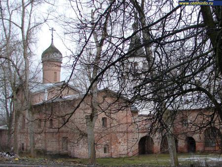Фото: Церковь архангела Михаила и церковь Благовещения на Торгу (на Витковом переулке)