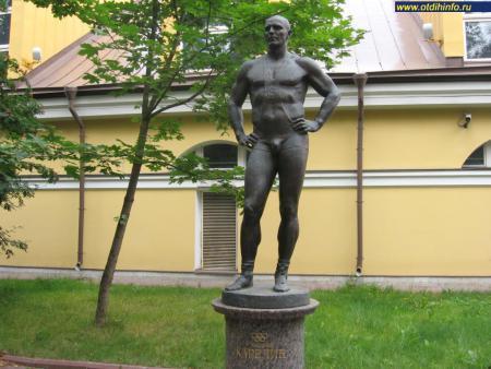 Фото: Памятник А. А. Карелину