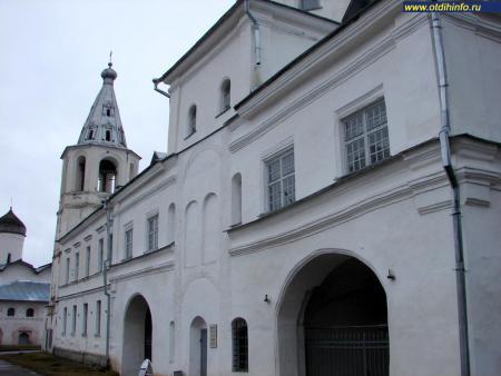 Фото: Ярославо дворище, Воротная башня