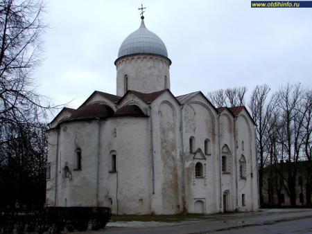 Фото: Ярославо дворище, Церковь Иоанна Предтечи на Опоках