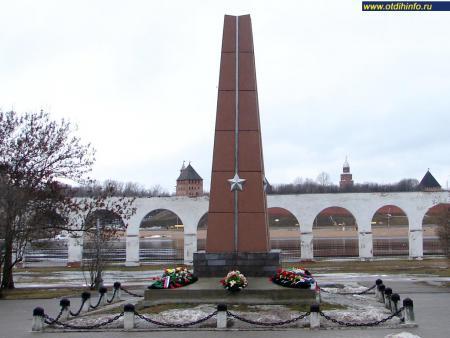 Фото: Обелиск в честь подвига И. С. Герасименко, А. С. Красилова, Л. А. Черемнова
