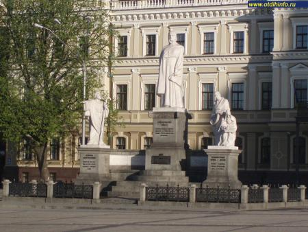Фото: Памятник княгине Ольге, Апостолу Андрею, Кириллу и Мефодию