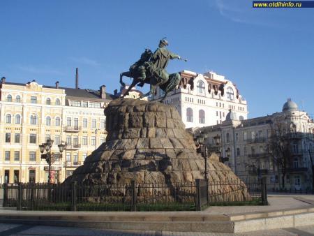Фото: Памятник Богдану Хмельницкому