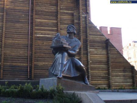 Фото: Памятник Ярославу Мудрому
