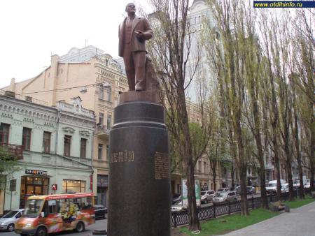 Фото: Памятник В. И. Ленину на Бессарабской площади