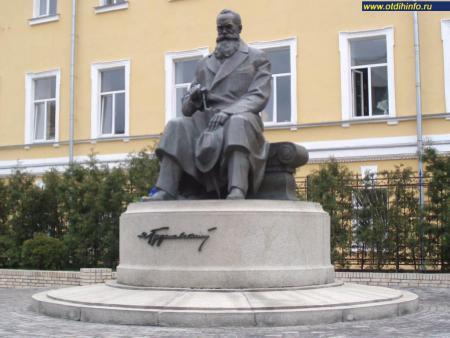 Фото: Памятник М. С. Грушевскому