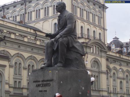 Фото: Памятник Н. В. Лысенко