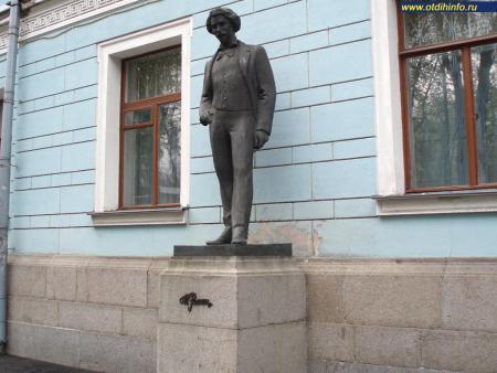 Фото: Памятник И. Е. Репину