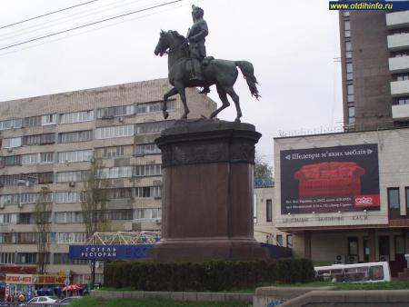 Фото: Памятник Н. А. Щорсу