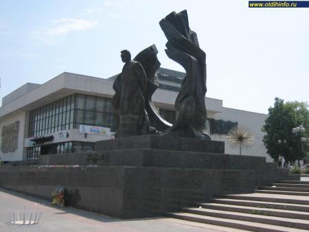 Фото: Памятник И. Я. Франко