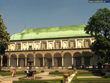 Фото: Летний дворец королевы Анны