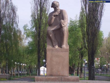 Фото: Памятник В. И. Вернадскому