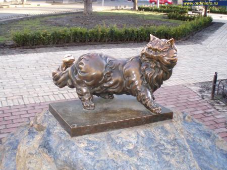 Фото: Памятник коту Пантелеймону