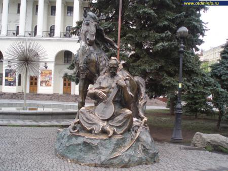 Фото: Скульптурная композиция «Казак Мамай»