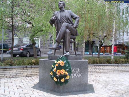Фото: Памятник А. С. Курбасу, памятник Лесю Курбасу