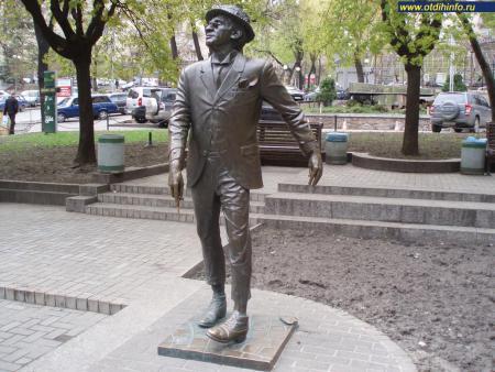 Фото: Памятник М. С. Паниковскому — персонажу романа «Золотой теленок»