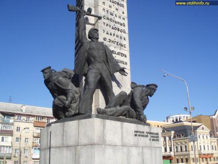 Фото: Памятник морякам Днепровской военной флотилии