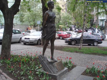 Фото: Памятник Зое Космодемьянской