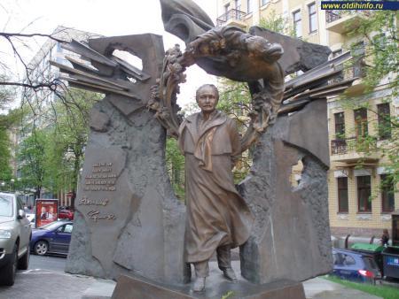 Фото: Памятник В. М. Чорновилу