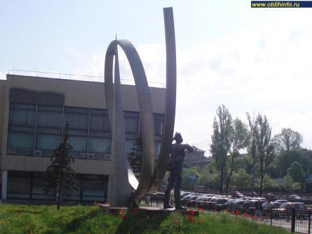 Фото: Памятник П. Н. Нестерову