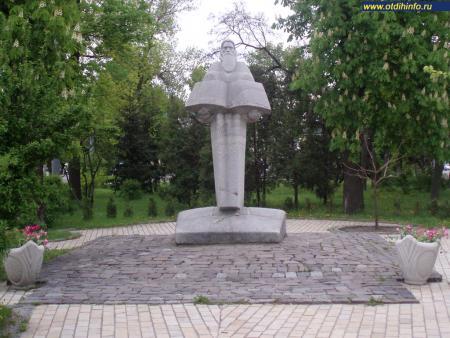 Фото: Памятник Нестору-летописцу