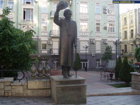 Фото: Памятник С. Н. Рабиновичу, памятник Шолом-Алейхему