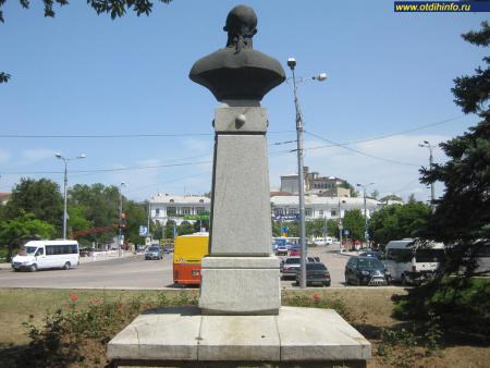 Фото: Памятник-бюст Ф. Ф. Ушакову