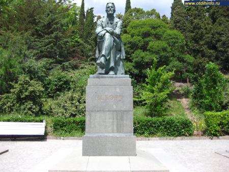 Фото: Памятник А. П. Чехову