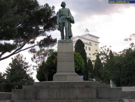 Фото: Памятник Максиму Горькому