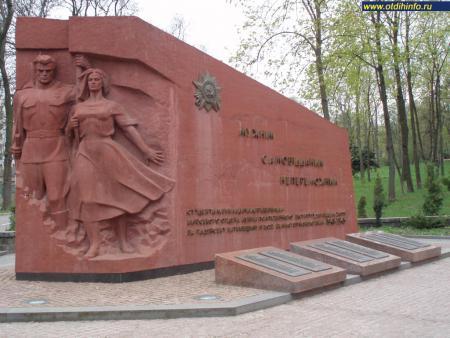 Фото: Памятник преподавателям и студентам Киевского политехнического института
