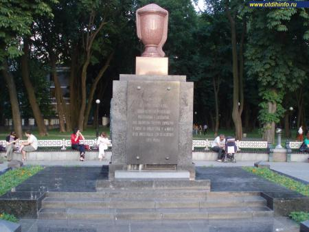 Фото: Памятник погибшим революционерам