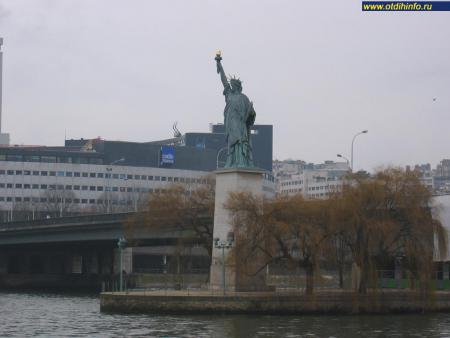 Фото: Статуя Свободы (Париж)