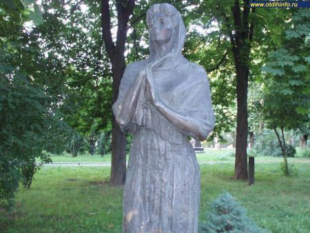 Фото: Памятник М. К. Заньковецкой в парке Городской сад