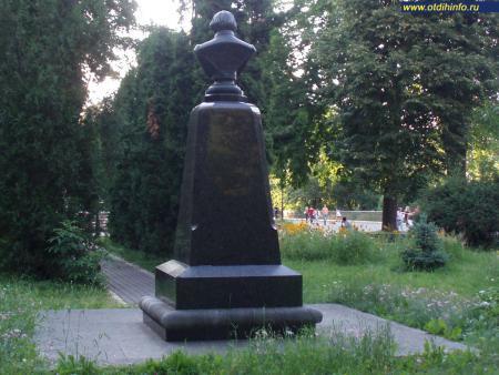 Фото: Памятник-бюст М. И. Глинке в парке Городской сад