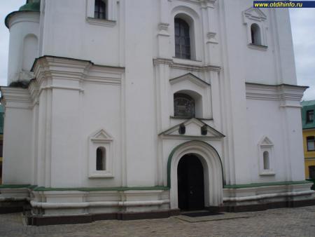 Фото: Свято-Феодосиевский ставропигиальный монастырь, церковь Феодосия Печерского