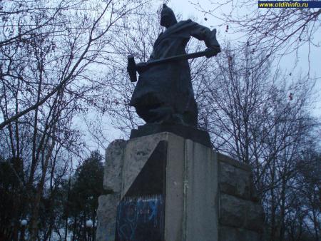 Фото: Памятник комсомольцам 1920-х годов