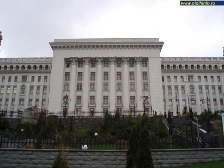 Фото: Здание администрации Президента Украины