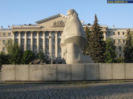 Фото: Памятник сотрудникам милиции