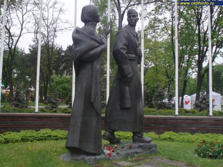 Фото: Скульптурная композиция «Женщине Великой Отечественной войны»