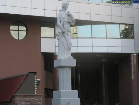 Фото: Памятник Фемиде
