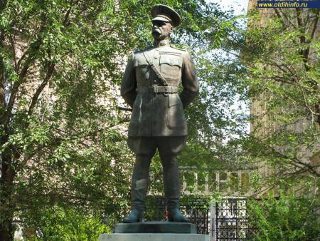 Фото: Памятник Г. Х. Бандхольцу