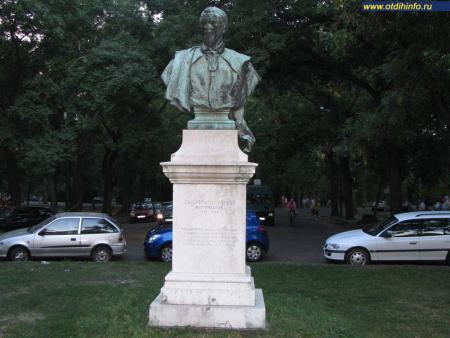 Фото: Памятник-бюст Зигмунду Вильмосу