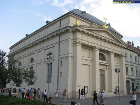 Фото: Лютеранская церковь на площади Деак Ференц Тер