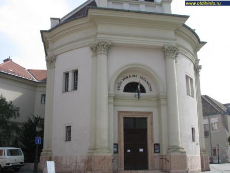 Фото: Лютеранская церковь на площади Бечи Капу, Лютеранская церковь у Венских ворот